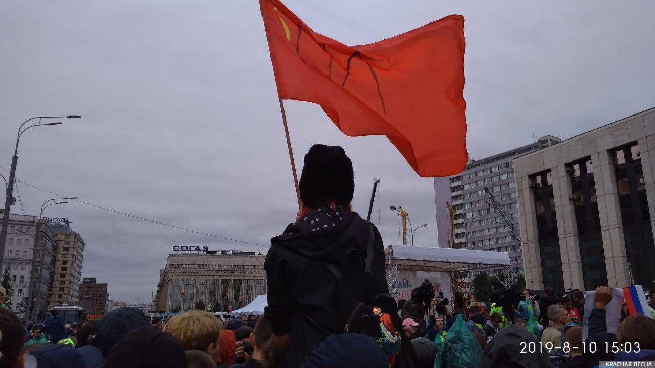 Разрисованный советский флаг