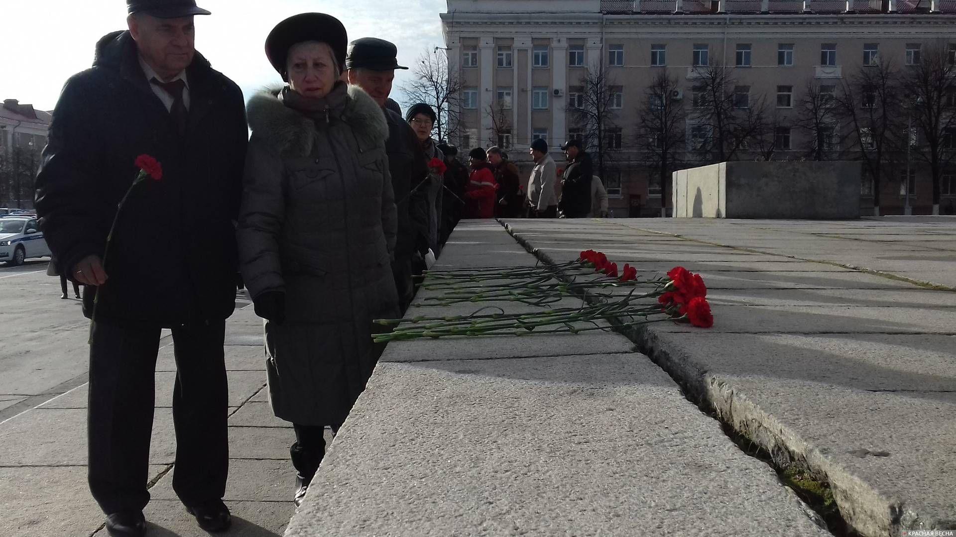 Курган. Возложение цветов к памятнику В. И. Ленину. 7 ноября 2019 года