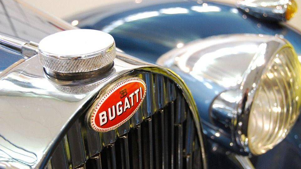 Bugatti. Эмблема