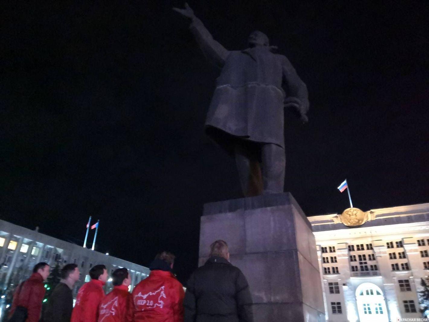 Возложение цветов памятнику В.И. Ленина. Кемерово. 7 ноября 2019 год
