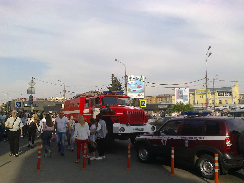 Пожарная машина у ТРЦ «Красный Кит». 16 мая 2018 года. Мытищи
