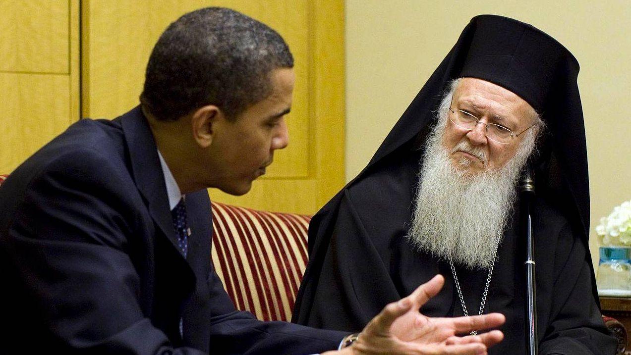 Патриарх Константинопольский Варфоломей (справа)