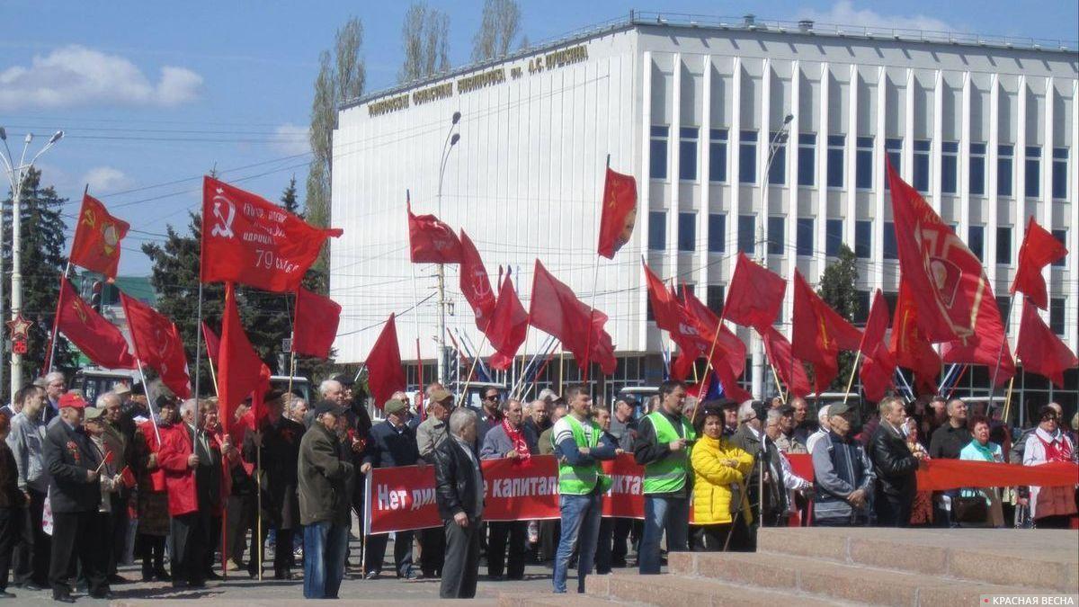 Желтые жилеты на митинге КПРФ. Тамбов. 01.05.2019