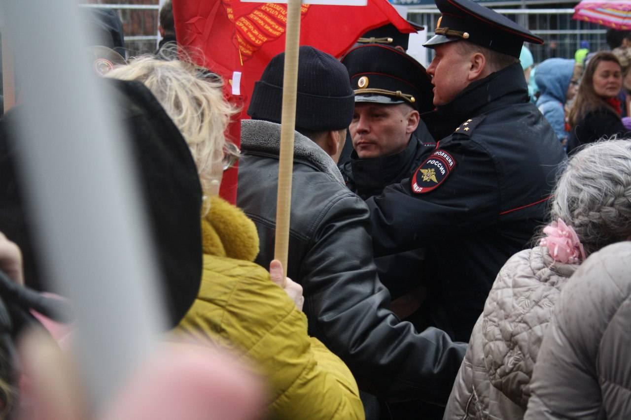 Полиция запрещает Знамя Победы