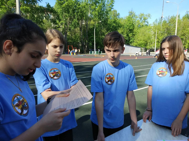 Школьники зачитывают письмо-завещание