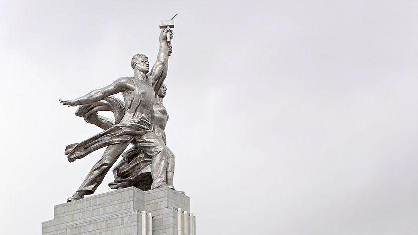 Символ развития: Рабочий и колхозница. 1937