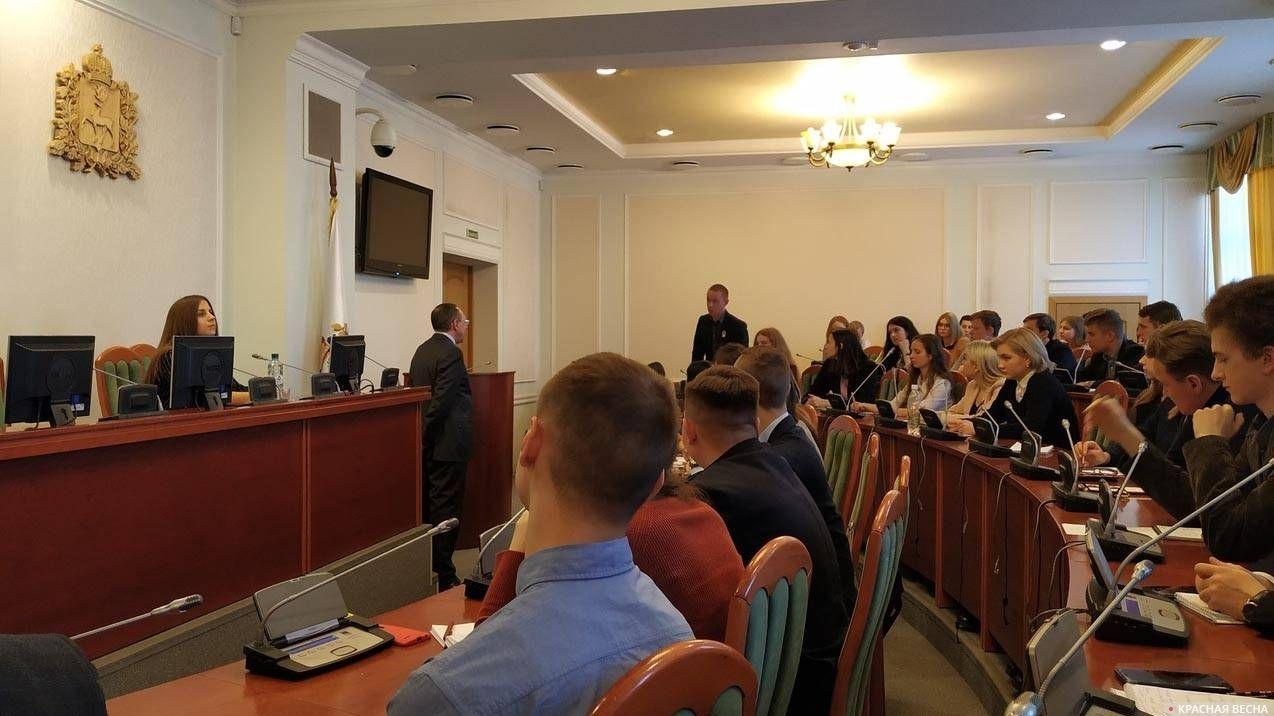 В зале Законодательного собрания Нижегородской области