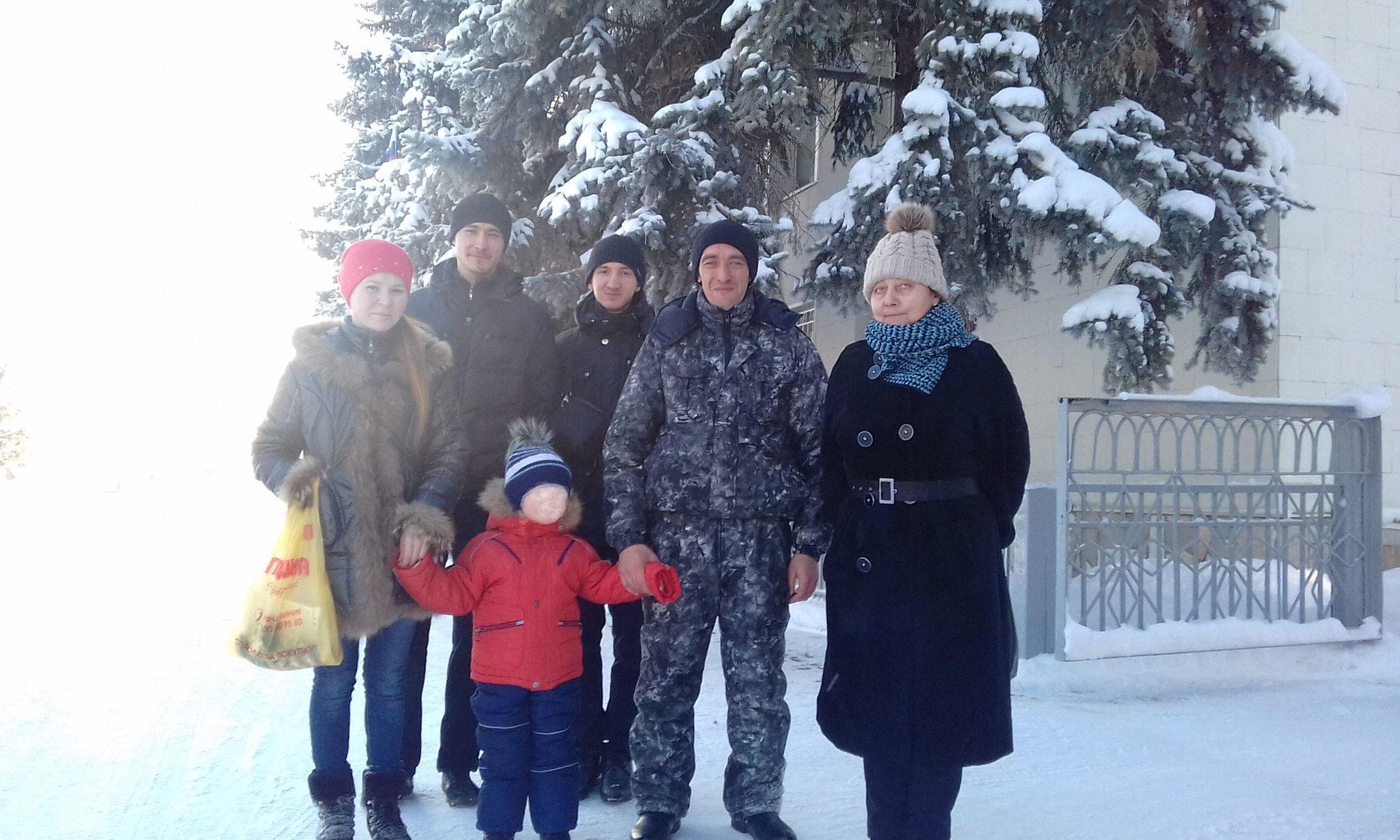 Село Архангельское республика Башкортостан. Шафиковы с сыном и активистами РВС