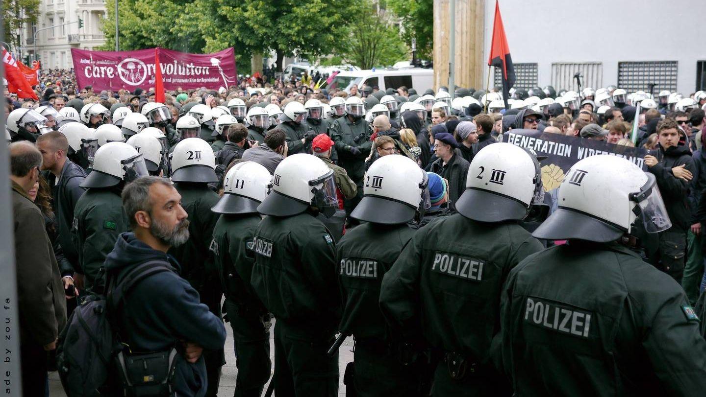 В Берлине проходят массовые протесты против коронавирусных ограничений
