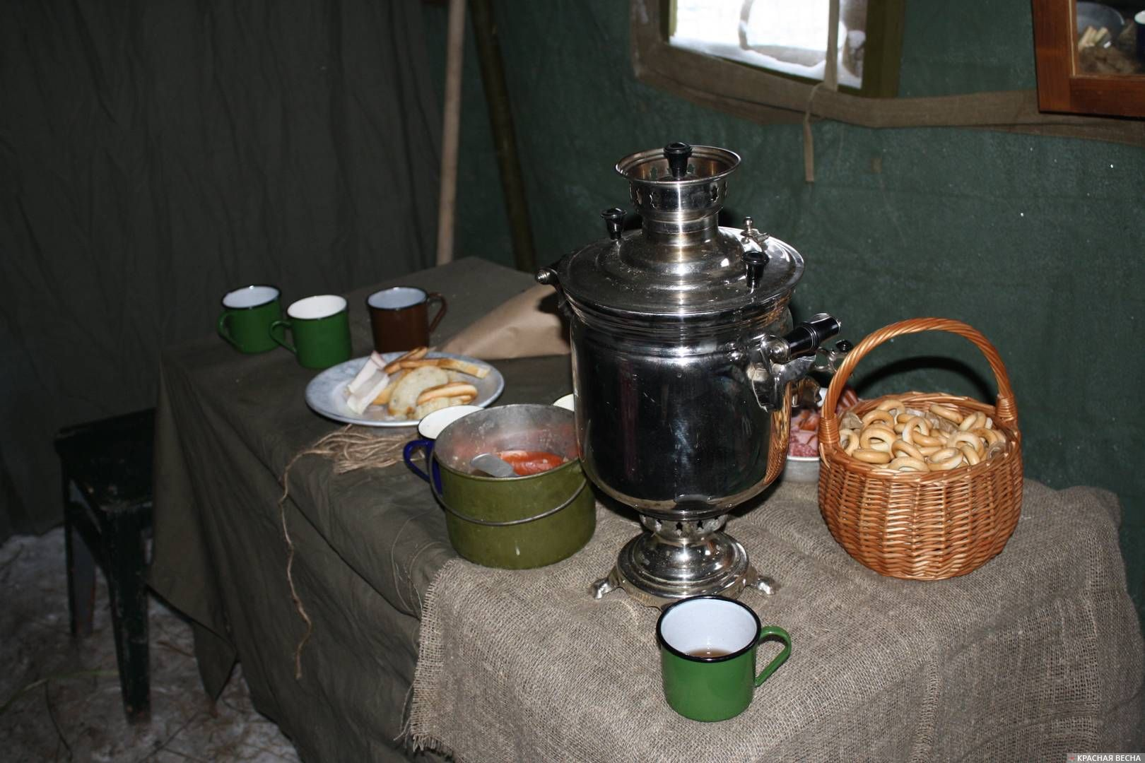 В палатке