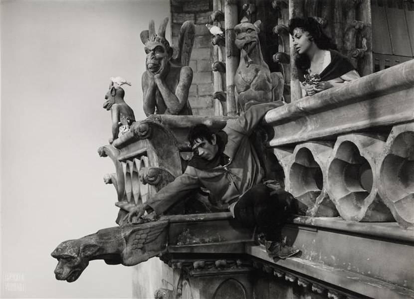 Собор Парижской Богоматери - архитектурный, литературный и кинематографический шедевр французской культуры