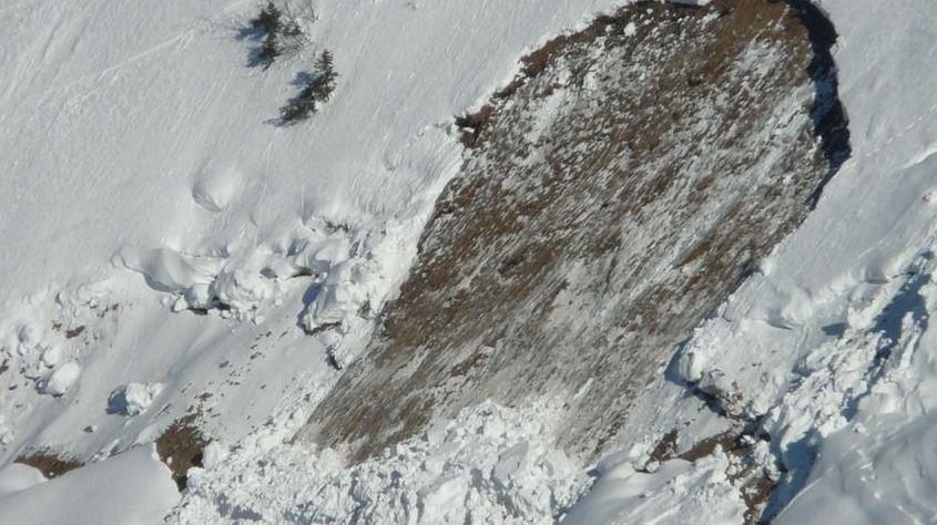 ВДагестане из-за схода лавины перекрыли автодорогу республиканского значения