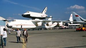 Космический корабль «Буран» НПО «Энергия» на самолете Ан-225 «Мрия». Ле Бурже, 1989