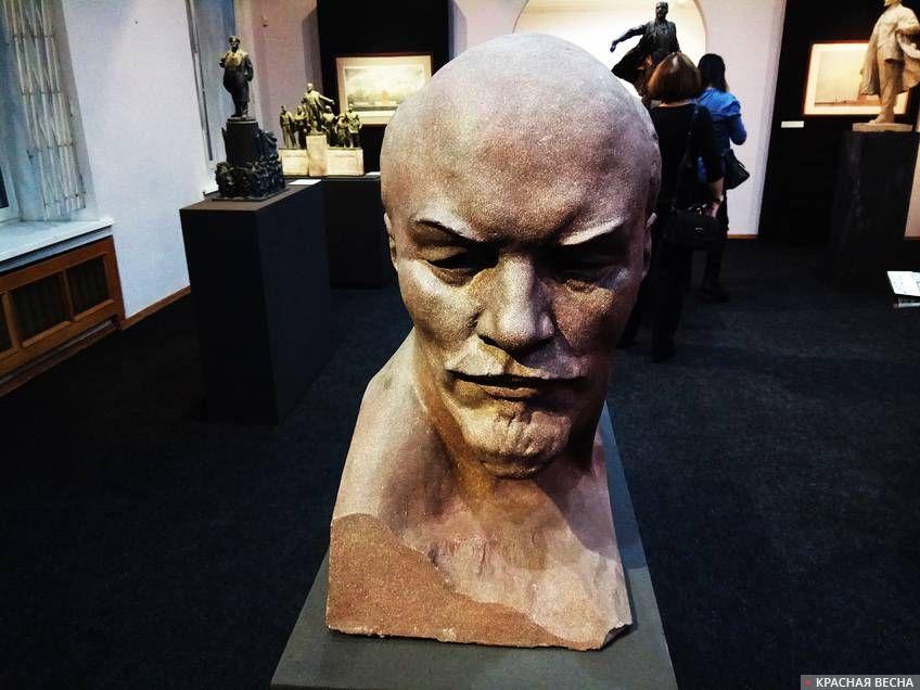 Планета - как Ленин, мудра и лобаста
