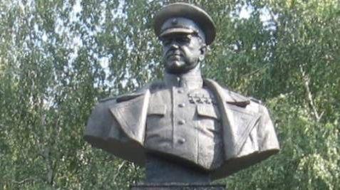 Бюст Жукова, до сноса фашистами. Харьков