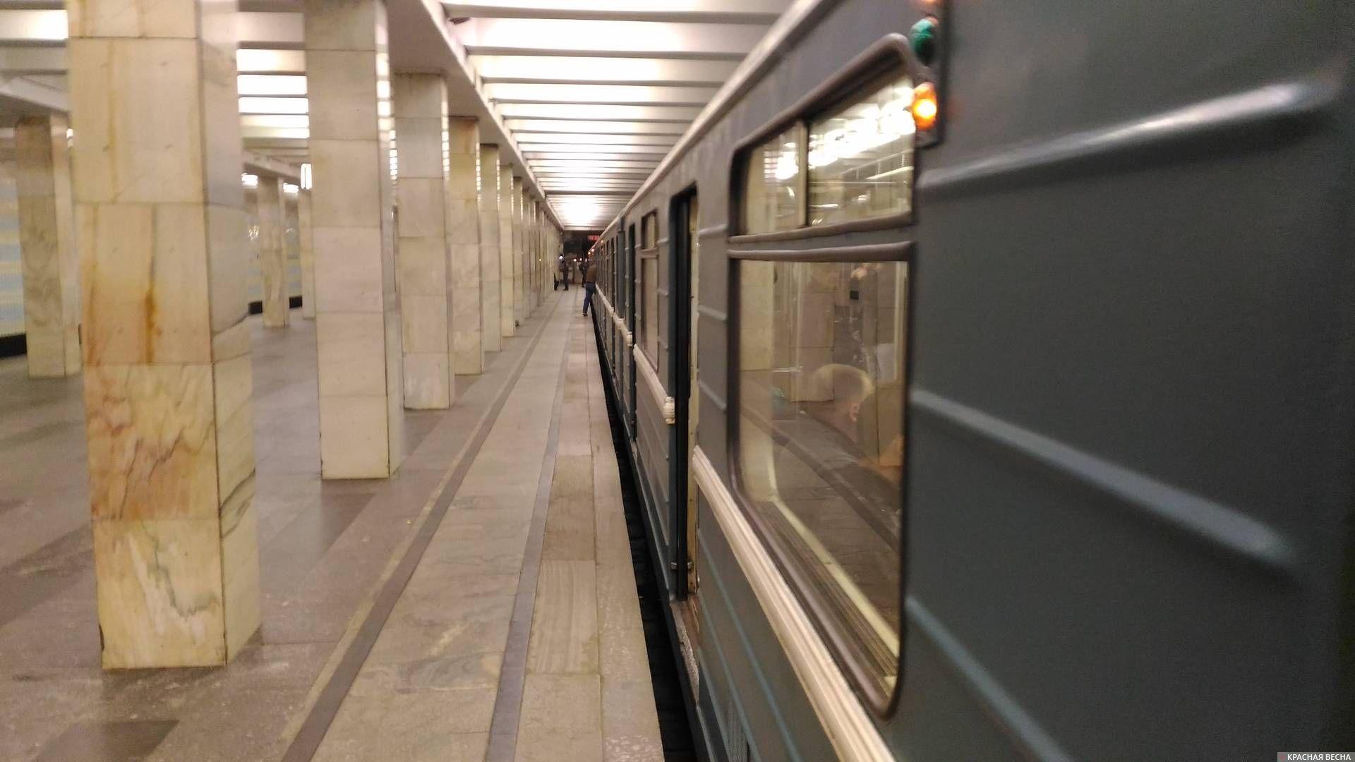 Москва, поезд метро
