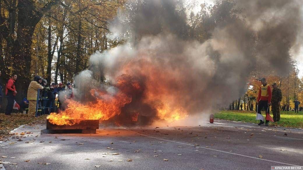 Четвертый этап пожарной эстафеты, горящий противень