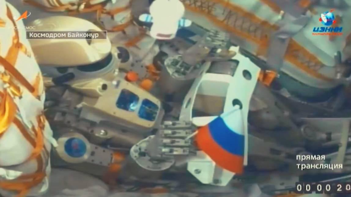 Робот Федор в кресле пилота корабля «Союз МС-14»,  цитата видео