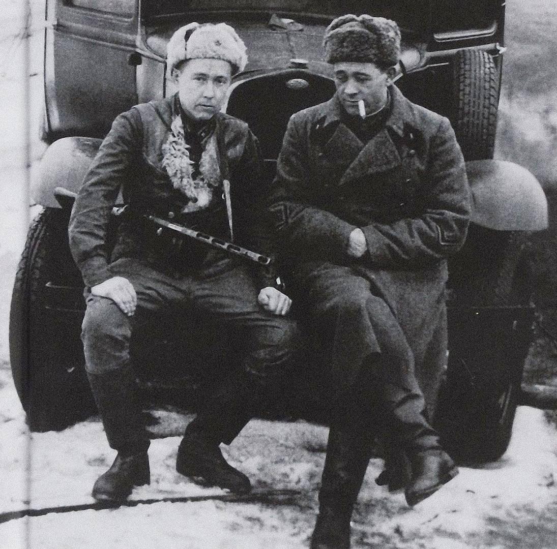 Комбат А. Солженицын и командир артиллерийского разведдивизиона Е. Пшеченко. Февраль 1943 года