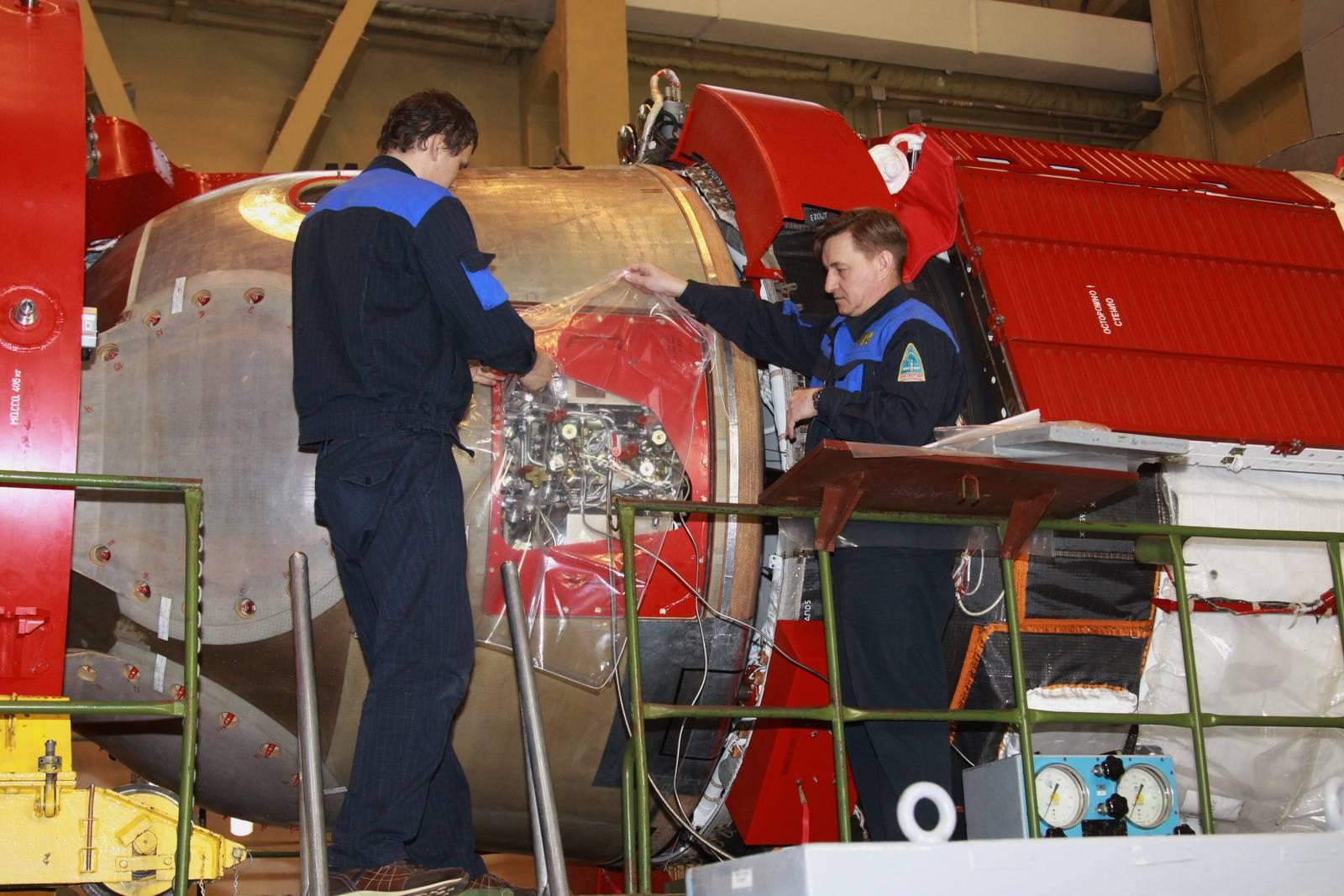 Заправка транспортного пилотируемого корабля «Союз МС-08» компонентами топлива и сжатыми газами