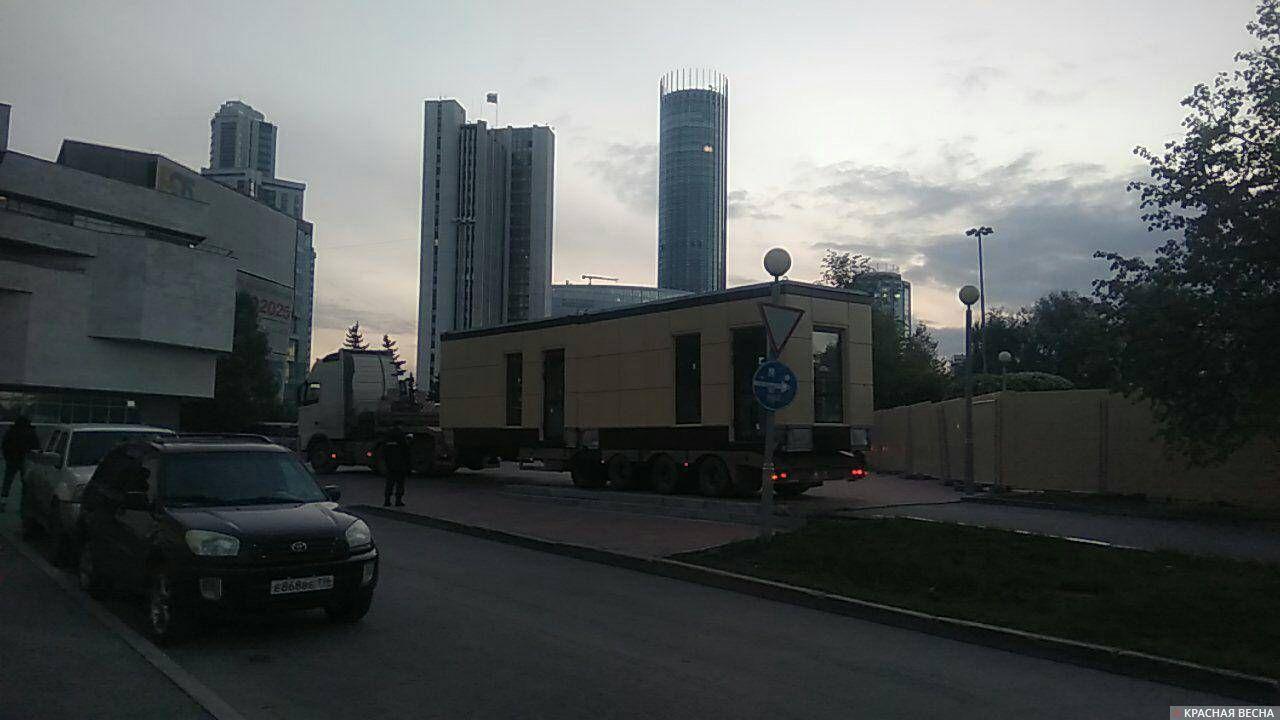 Демонтаж стройплощадки в сквере, Екатеринбург