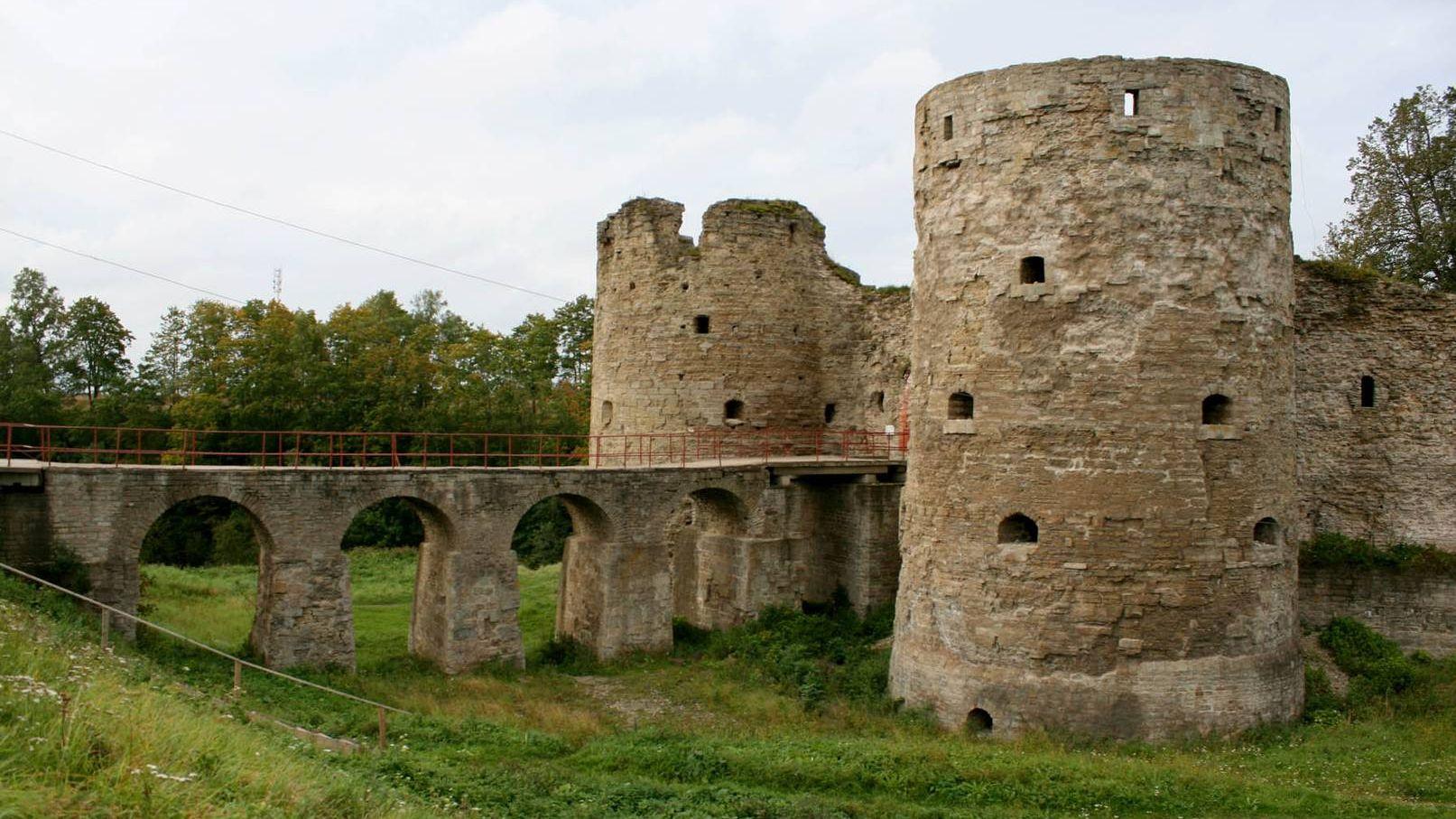 Ворота в крепость Копорье