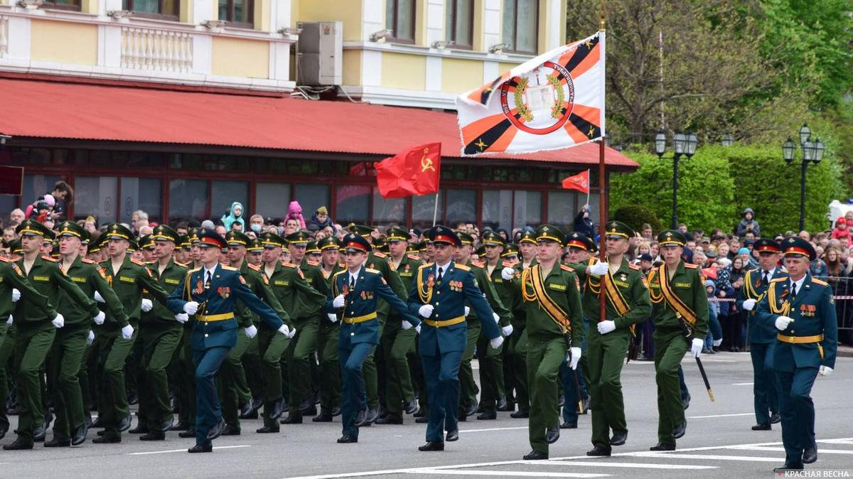 В Донецке прошли мероприятия в честь Дня Победы над фашизмом— военный парад и памятное шествие «Бессмертный полк». Торжественным мероприятиям не помешали усилившиеся на линии соприкосновения обстрелы со стороны ВСУ