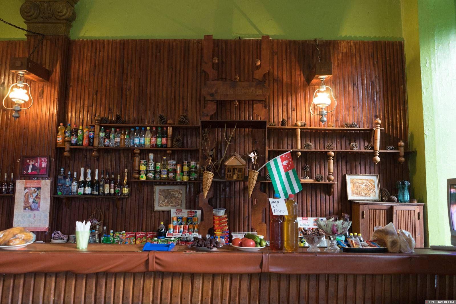Витрина магазина в г. Сухум, Абхазия