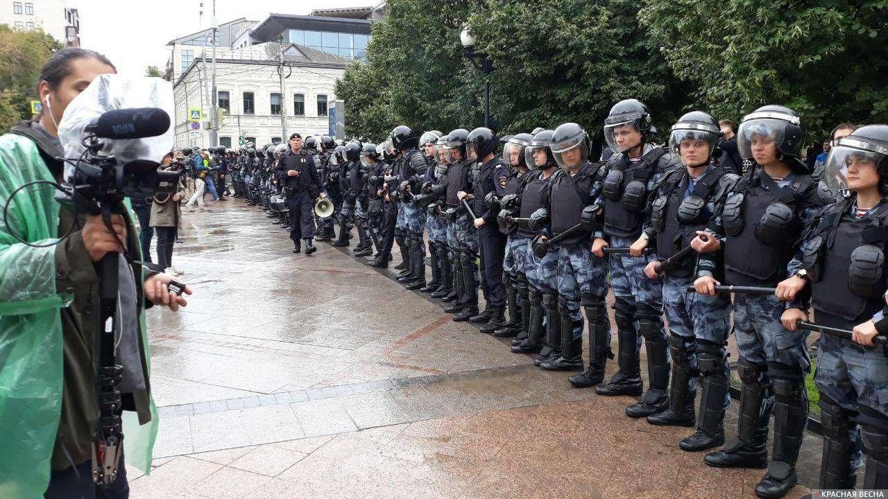 Герои дня: журналисты и правоохранители
