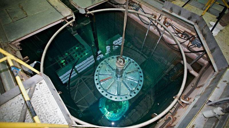 Загрузка ядерного топлива в реактор АЭС