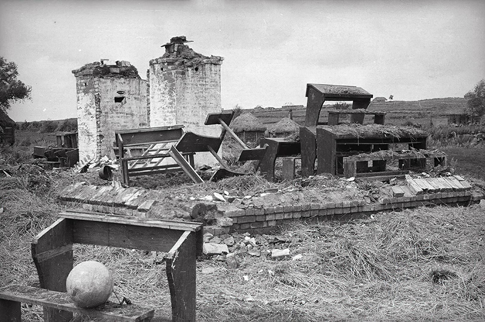 Георгий Петрусов. Разрушенная школа в Смоленской области. 1941–1945