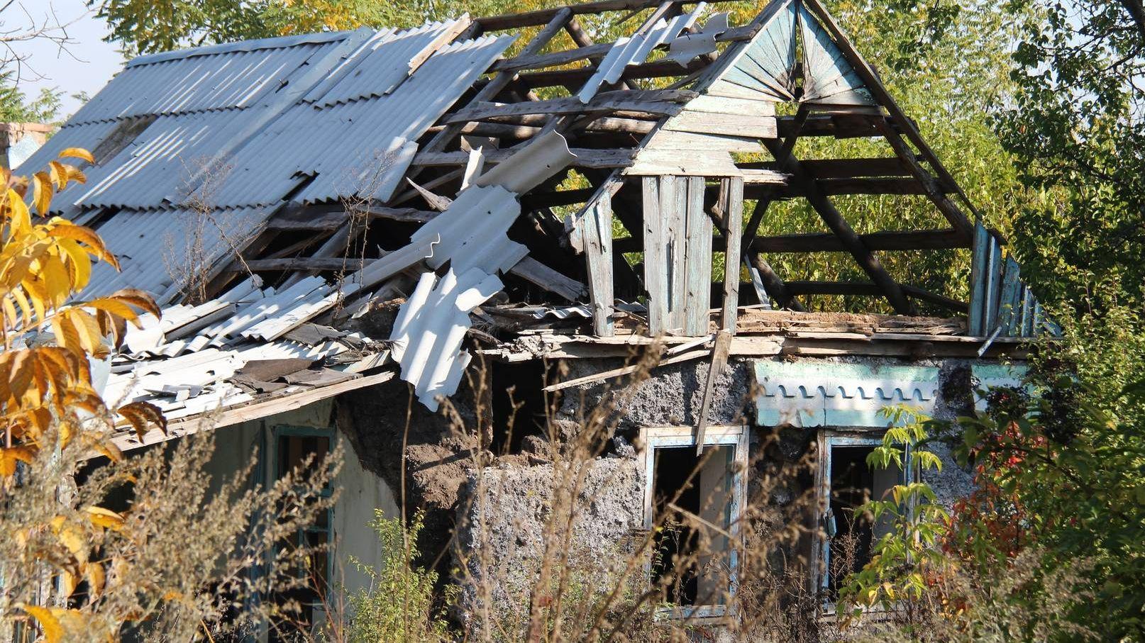 Разрушенный дом. ДНР. 2016.