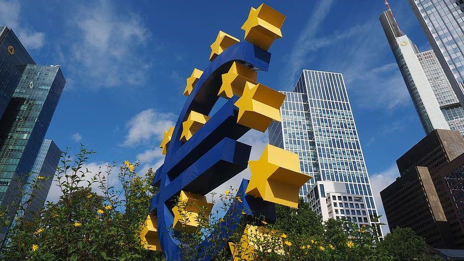 Логотип штаб-квартиры ЕЦБ во Франкфурте-на-Майне