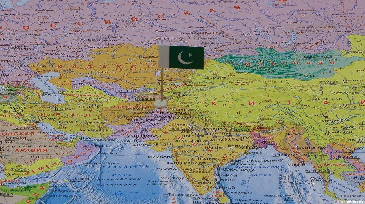 Пакистан с флагом на карте мира