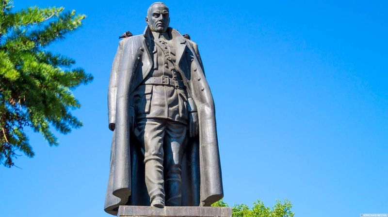Памятник адмиралу Колчаку. Иркутск