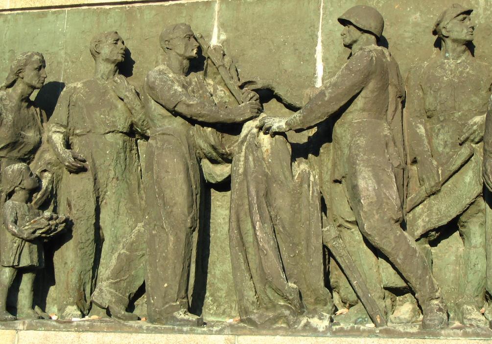 Барельеф на Кладбище-мавзолее советских воинов в Варшаве. Фрагмент