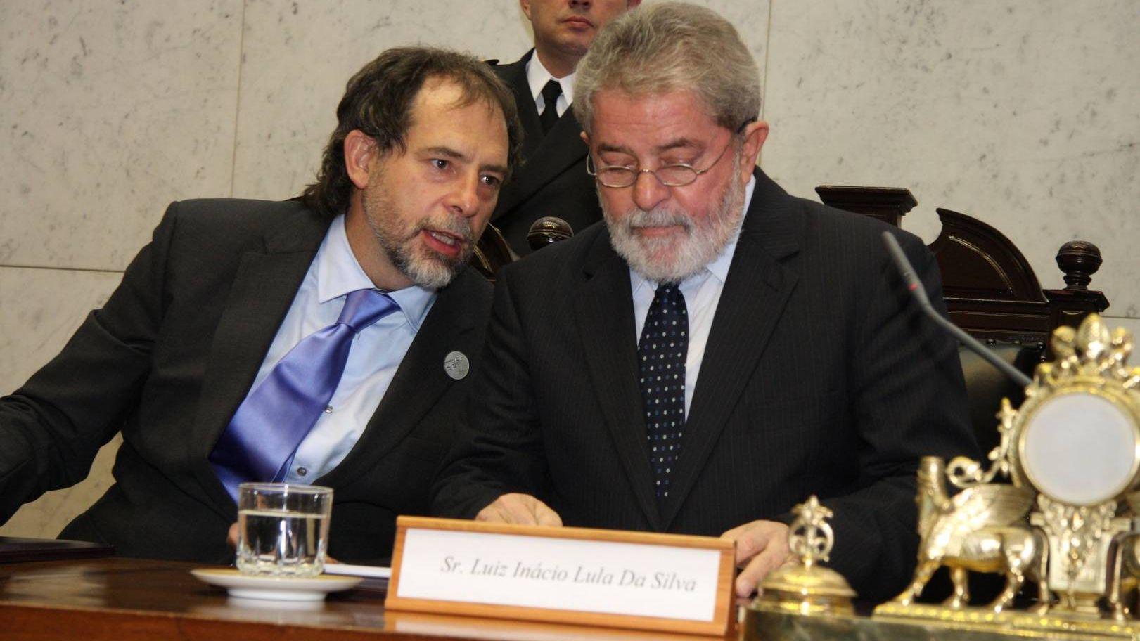 Лула да Силва (справа)