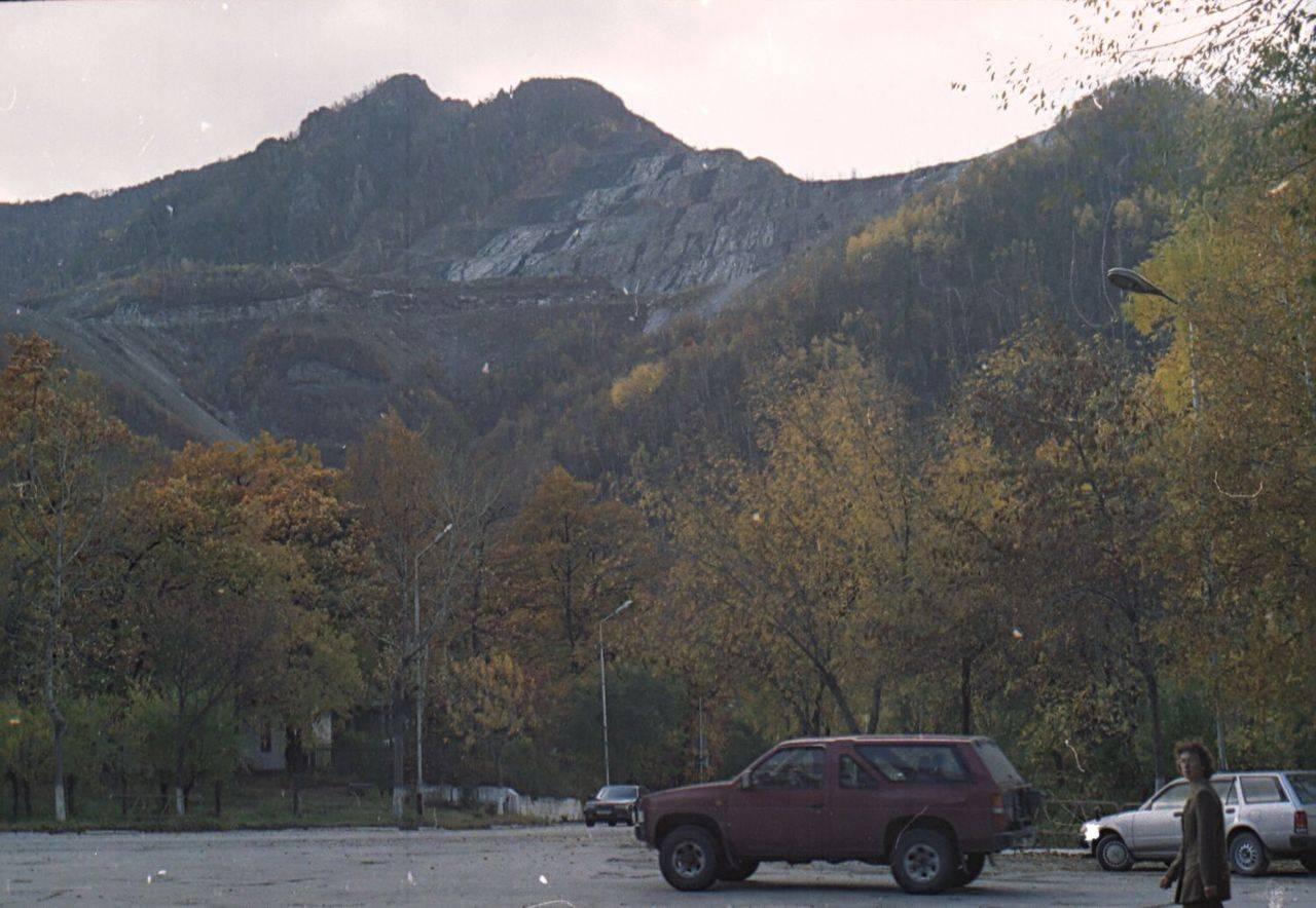 Добыча руды, вид с центральной улицы Дальнегорска.