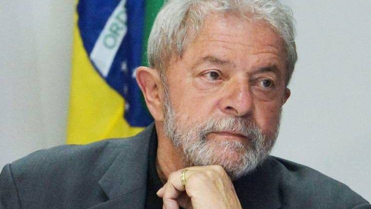 Экс-президента Бразилии временно выпустили из тюрьмы на похороны 7-летнего внука