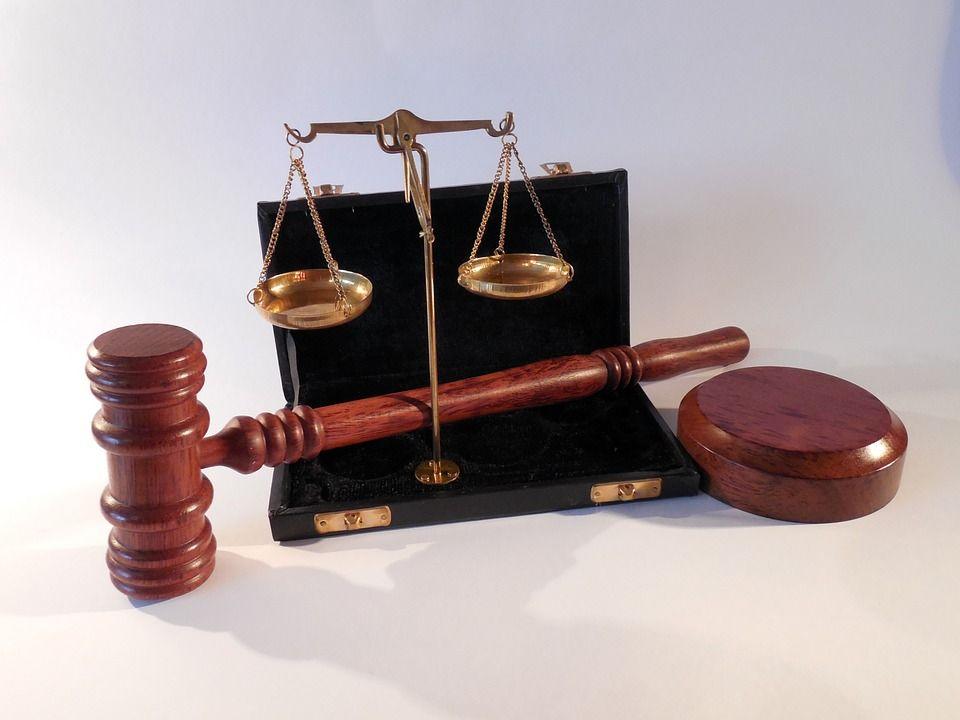 Суд, автор: succo, лицензия: CC0 1.0