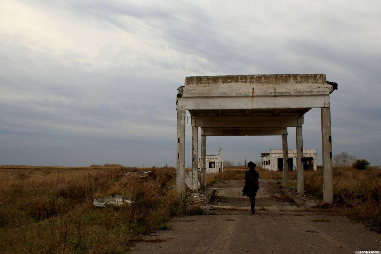 Недостроенная и заброшенная в 90-ых молочная ферма. Омская область