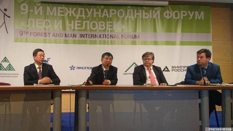 Участники круглого стола «Россия – Китай: сотрудничество в лесном секторе»