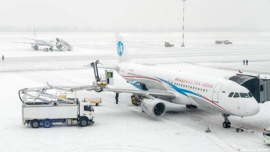 Неменее 40 рейсов отменены изадержаны ваэропортах столицы из-за снегопада
