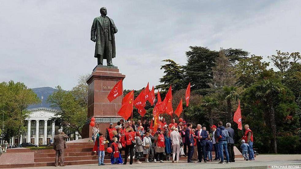 Первомайская демонстрация КПРФ. Ялта