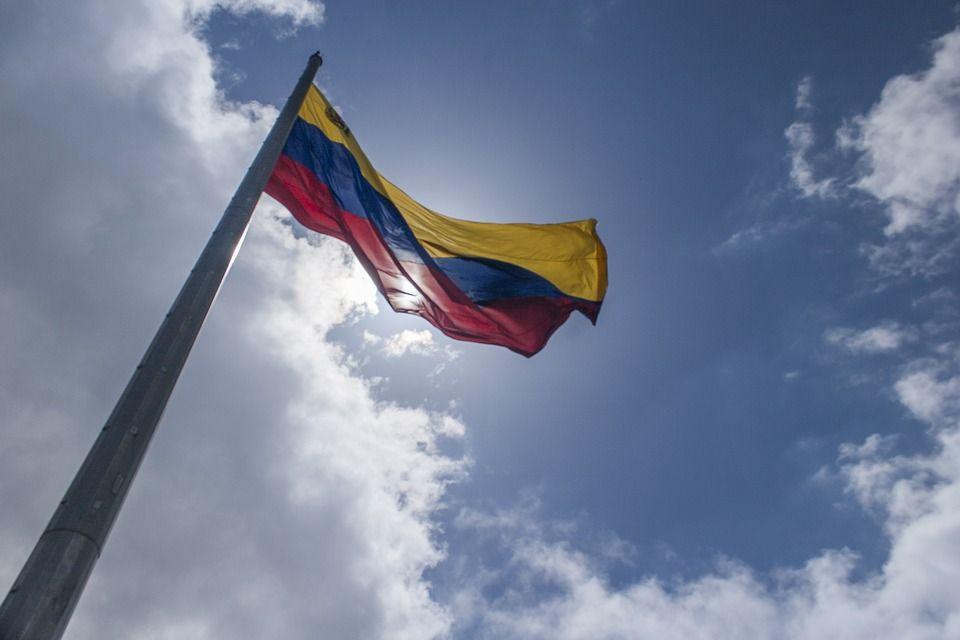 Флаг Венесуэлы, автор: alexandersr, лицензия: CC0 1.0
