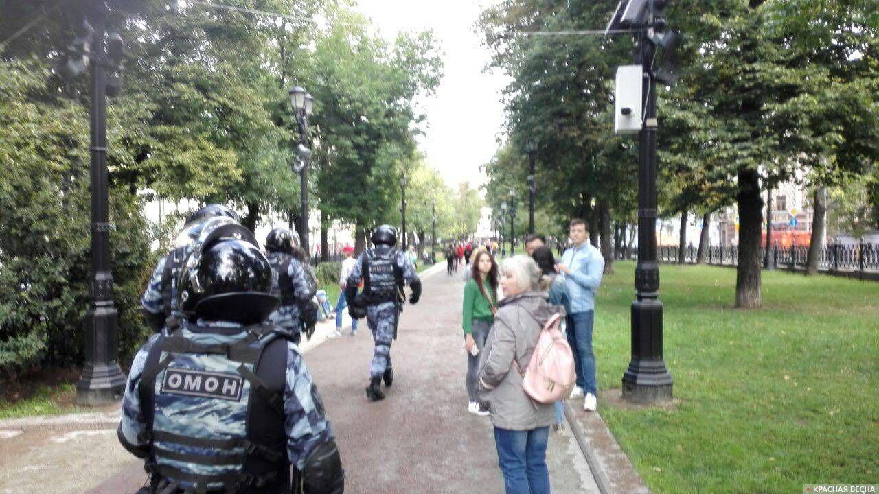 «Гуляющие» в районе Трубной площади