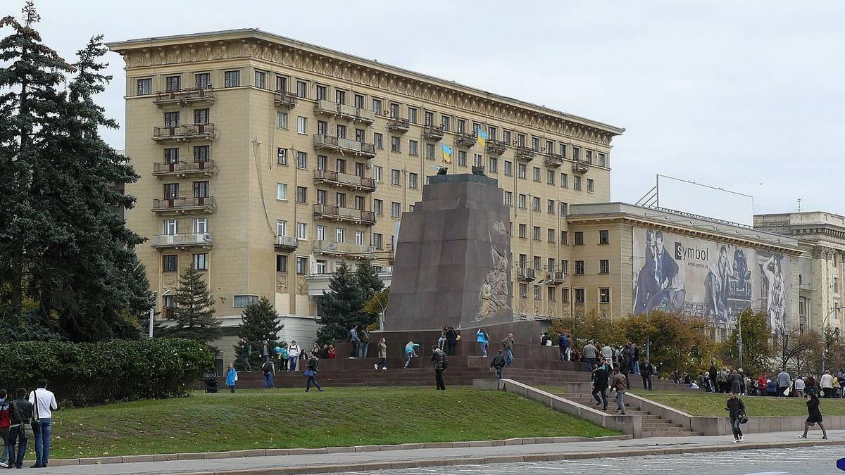 Харьков. Разрушенный памятник В.И.Ленину