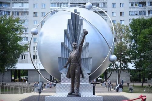 Скульптурная композиция в честь первопроходцев атомной энергетики. Обнинс, Калужская область