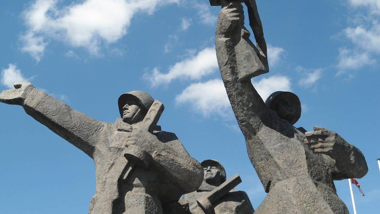 Фигуры из памятника Освободителям Риги