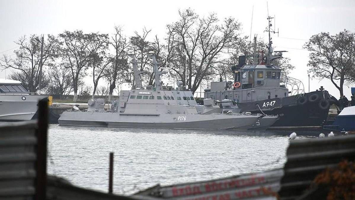 Задержанные корабли на рейде в Керчи
